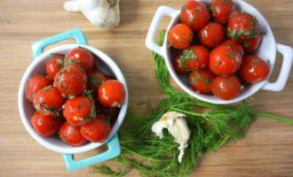 Babushkiny-recepty-bystrogo-prigotovlenija-solenyh-pomidorov-na-zimu