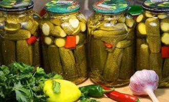 Ogurcy marinovannye na zimu hrustjashhie recepty v bankah dlja hranenija v kvartire