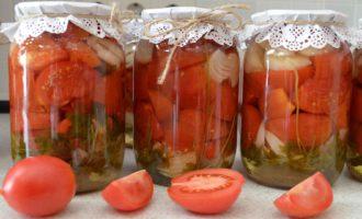 Recepty-bez-sterilizacii-salatov-iz-pomidor-dol'kami.-Vkusnen'ko-perezimuem