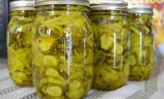 Salat iz ogurcov na zimu «Zimnij Korol'» - sterilizacija ne trebuetsja