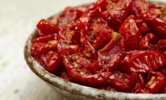 vjalenye-pomidory-v-sushilke-dlja-ovoshhej-recepty-v-domashnih-uslovijah-na-zimu